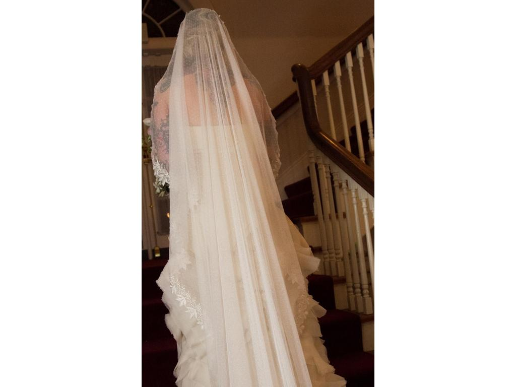 Used custom made veil 150 bridal accessories seattle for Used wedding dresses seattle