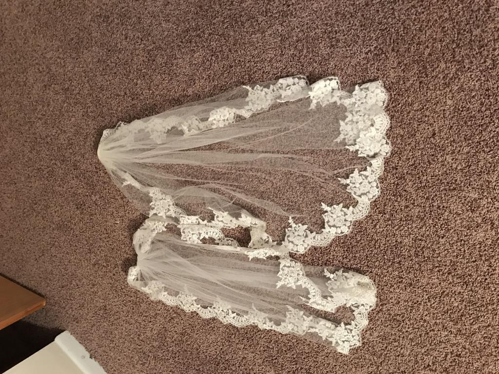 Used Veil 200 Bridal Accessories Naperville