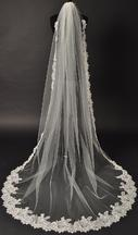 New With Tags/ Unaltered Diamond White Veil 3