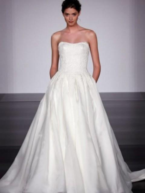 Priscilla of boston vineyard collection kenyon 500 size for Where to buy a wedding dress in boston