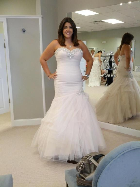 Allure Bridals 9002, $500 Size: 14 | Used Wedding Dresses