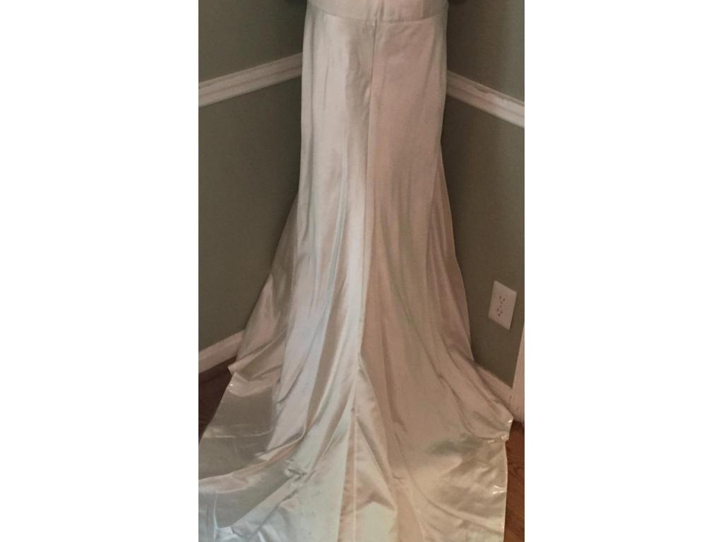 Le spose di gio w 8 375 size 10 sample wedding dresses for Di gio wedding dress prices