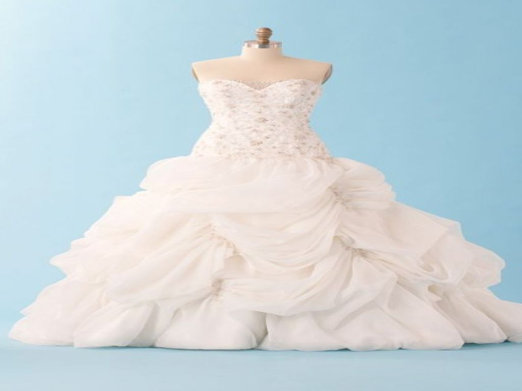 Alfred Angelo Belle 225, $1,100 Size: 00