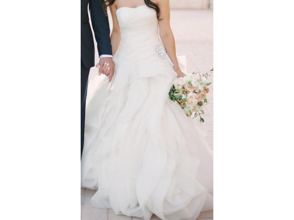 Vera wang diana 3 000 size 6 used wedding dresses for Vera wang diana wedding dress