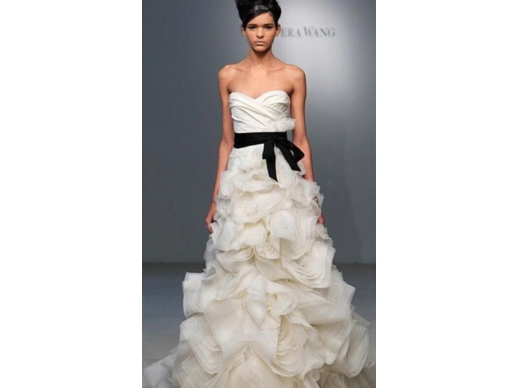 Vera wang ghillian 4 800 size 4 used wedding dresses for Vera wang wedding dress used
