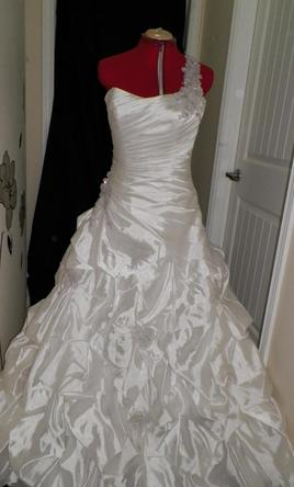 Preowned Alfred Sung Wedding Dresses