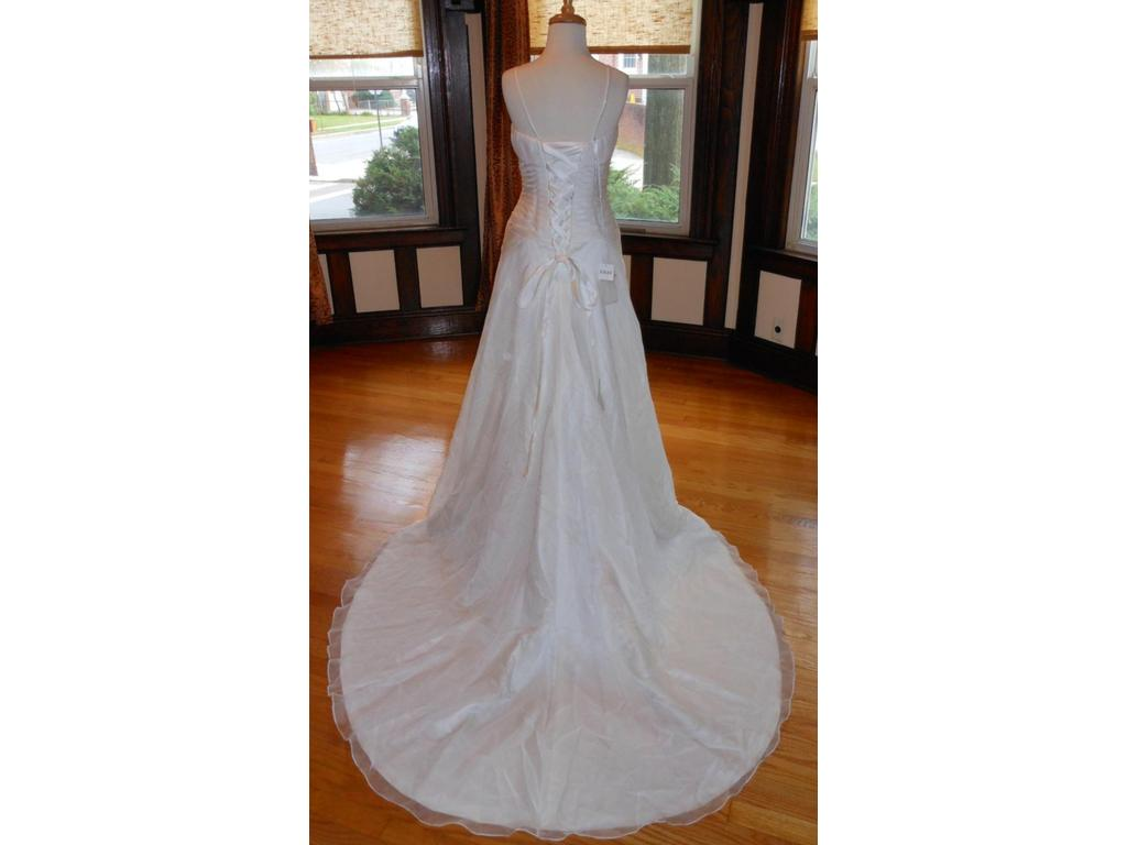 Lilly 99 size 14 new un altered wedding dresses for 901 salon prices