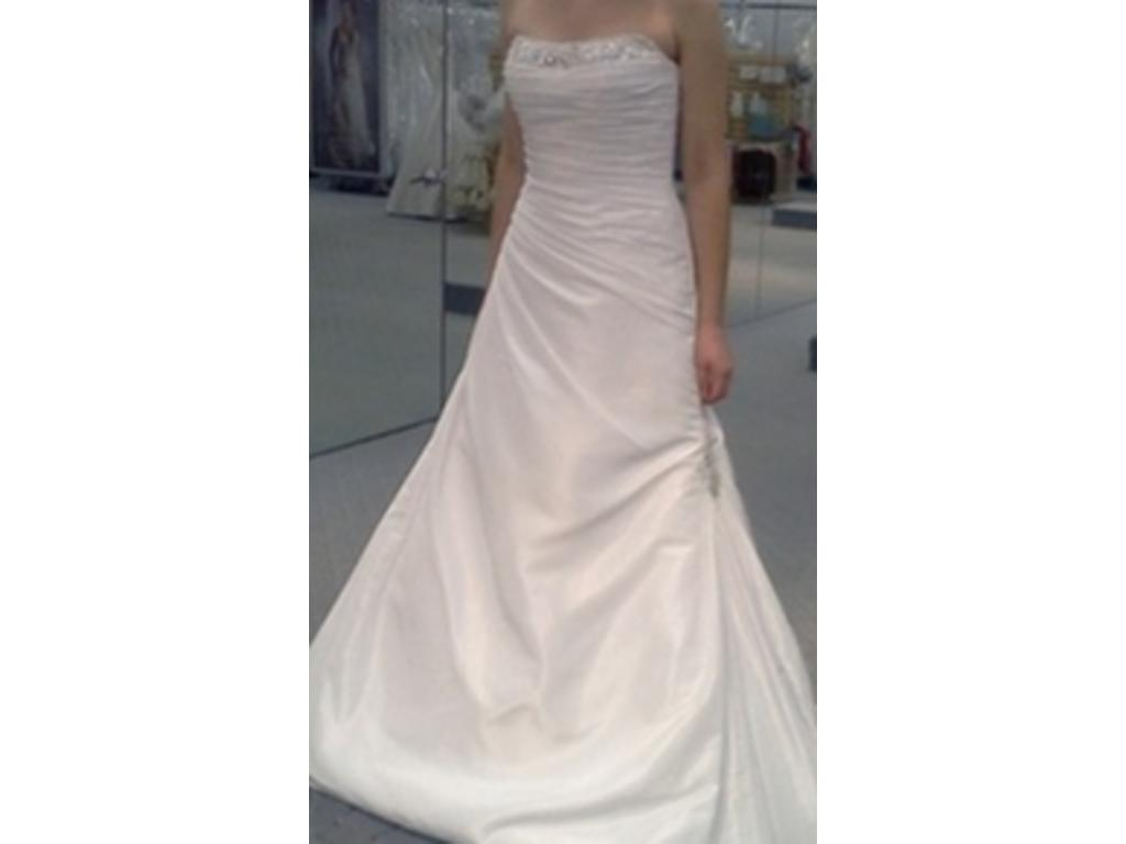 Alfred Angelo 2180, $250 Size: 16 | New (Un-Altered) Wedding Dresses