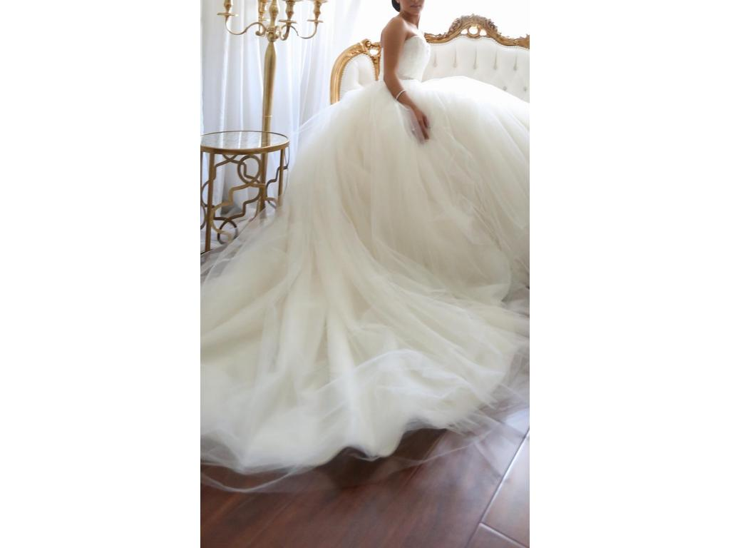 Vera Wang Bride Wars dress Size 00 used wedding dresses Sorry this Vera Wang Bride Wars Dress has sold or is no longer available