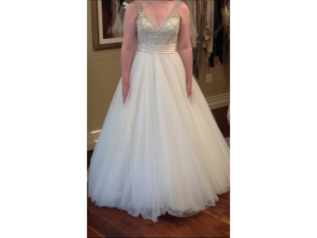 Allure bridals 1 100 size 14 new un altered wedding for Wedding dresses size 14
