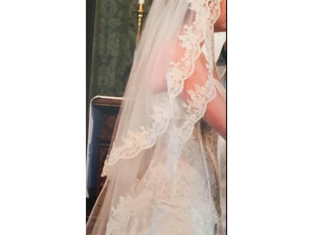 Pnina tornai 799 size 8 used wedding dresses for Best place to buy used wedding dresses