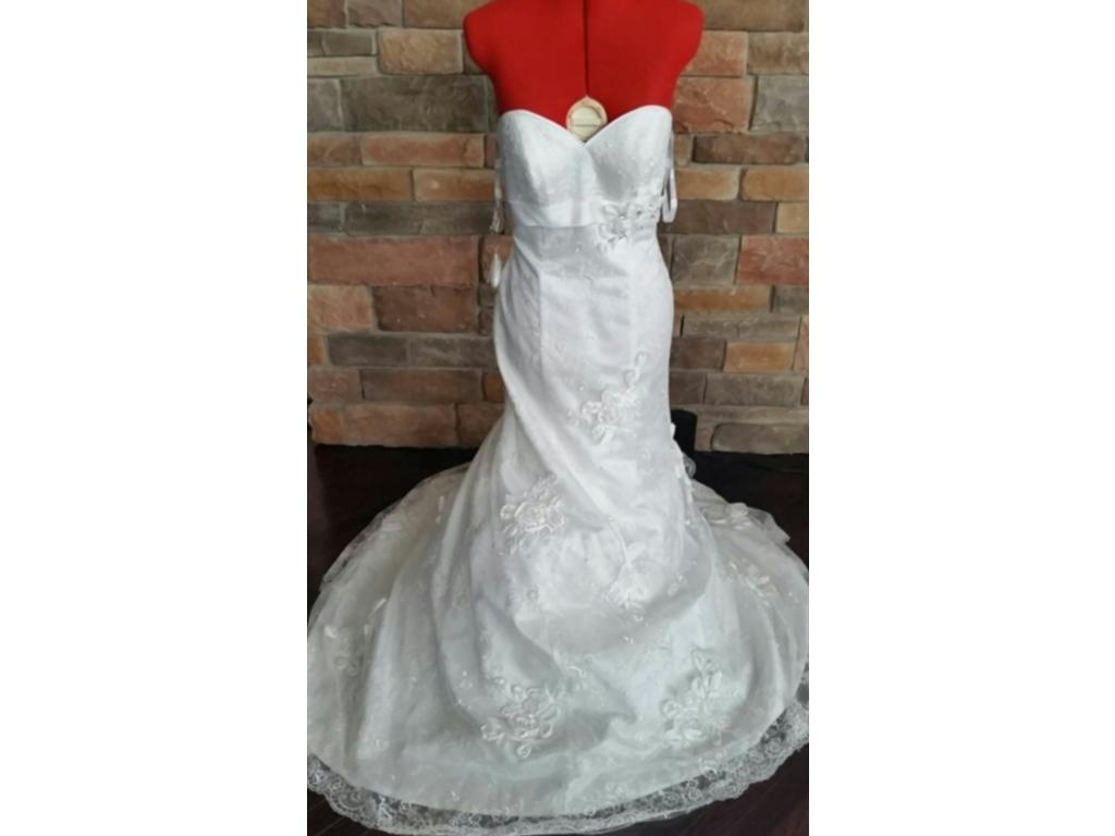 Alfred Angelo 2380, $500 Size: 6