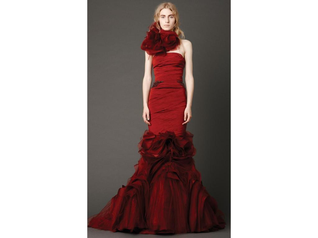 a9899443f5893 Vera Wang Kathleen in Crimson, $5,930 Size: 4 | New (Un-Altered ...