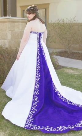 Alfred angelo 1516w 360 size 18w new un altered for White wedding dress with purple accents