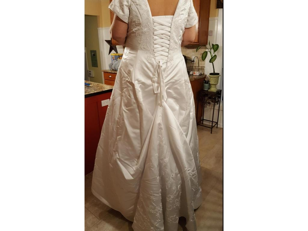 Victoria 39 s bridal 412 475 size 26 used wedding dresses for Used wedding dresses victoria bc