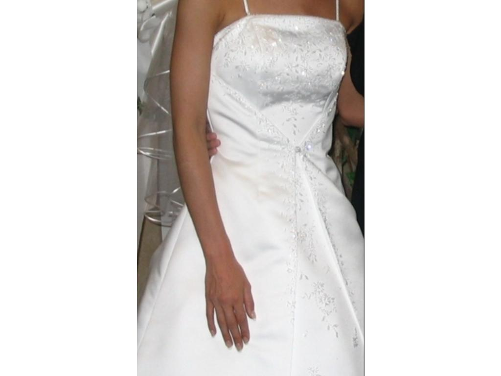Jacquelin Exclusive 9417, $300 Size: 6 | Used Wedding Dresses