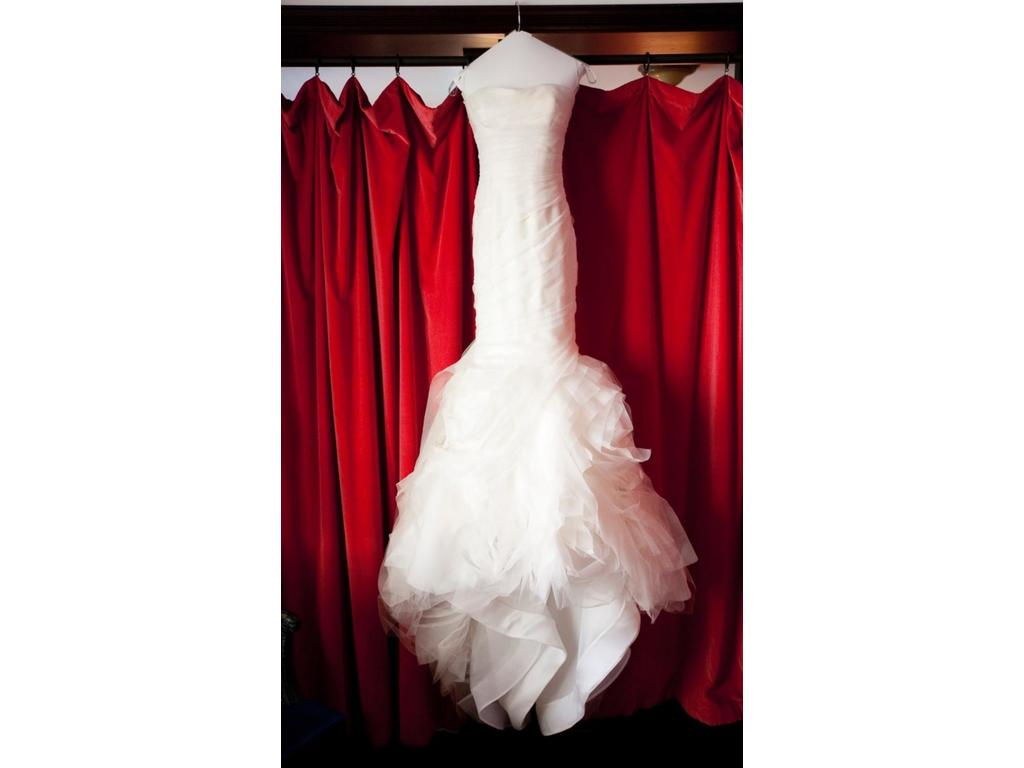Vera wang gemma 3 200 size 2 used wedding dresses for Vera wang wedding dress for sale