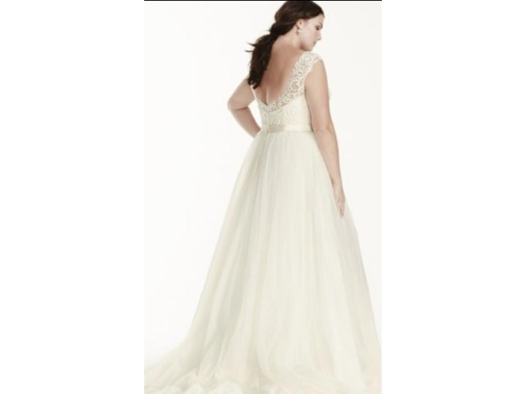 David 39 s bridal tulle plus size wedding dress with lace cap for Pre owned wedding dresses