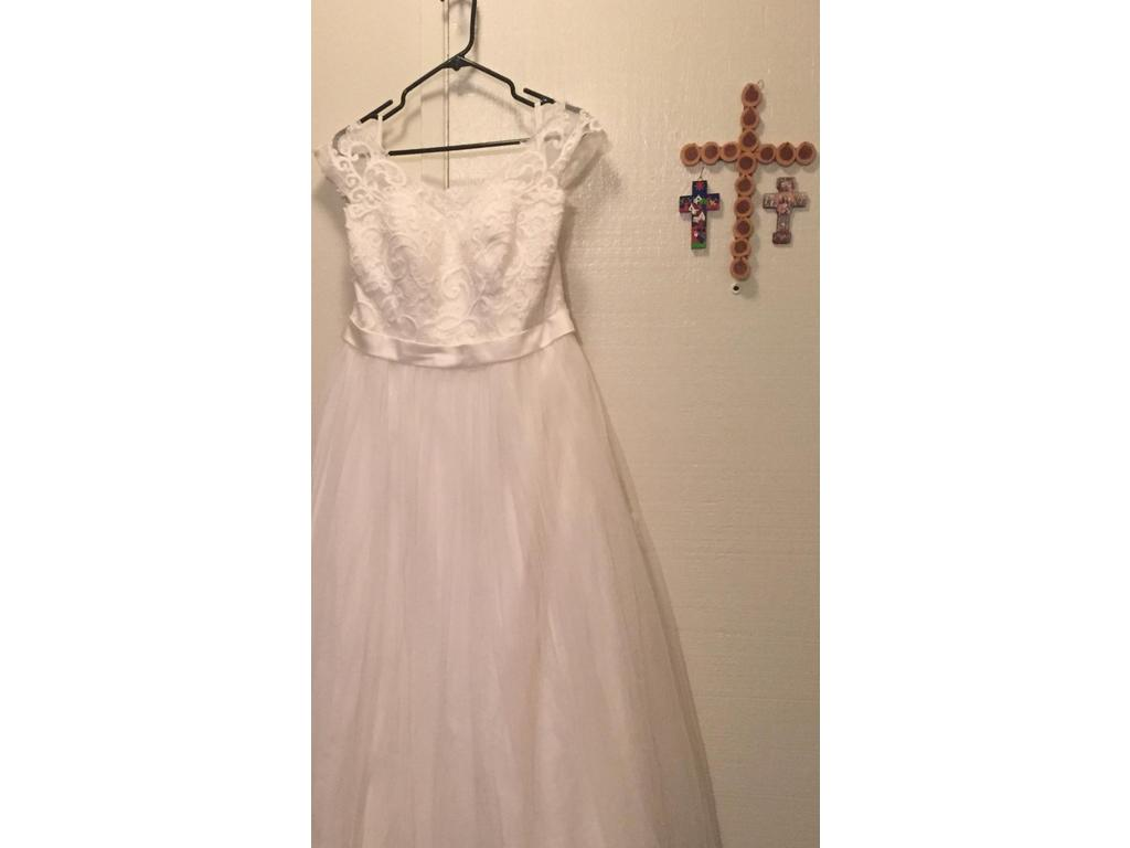 David s Bridal Tulle Plus Size Wedding Dress with Lace Cap