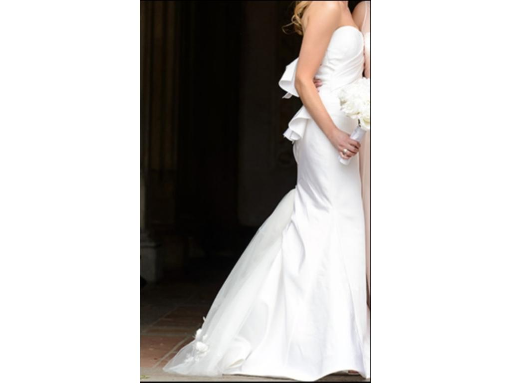 Vera wang nisha 3 500 size 4 used wedding dresses for Vera wang wedding dress used