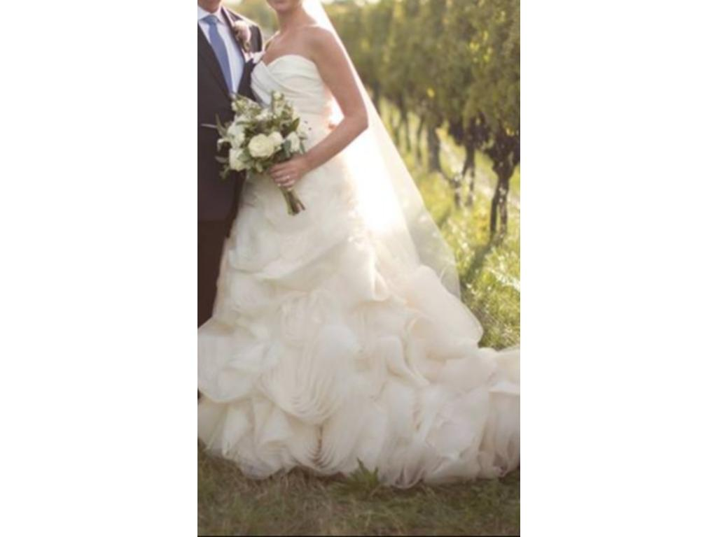 Vera wang ghillian 4 200 size 10 used wedding dresses for Vera wang wedding dress for sale
