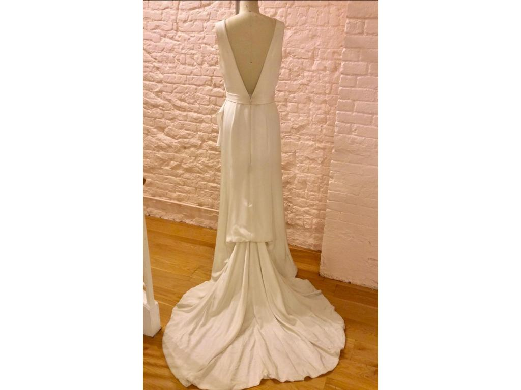 Carol Hannah Winchester, $1,000 Size: 16 | Sample Wedding Dresses