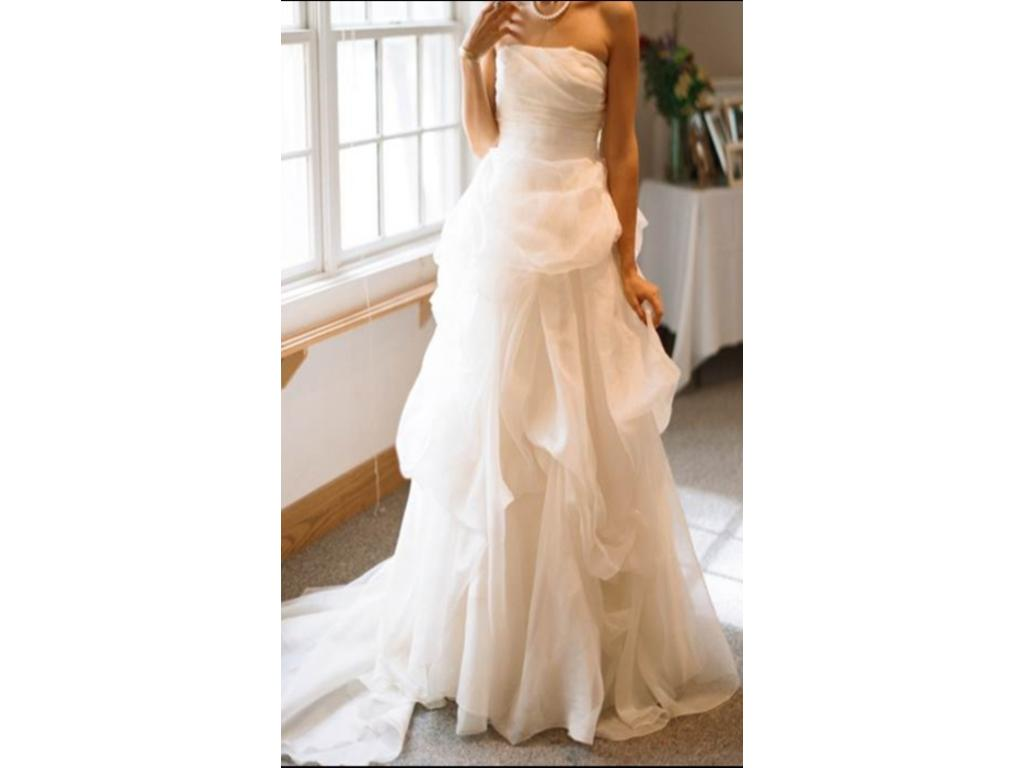 Vera Wang Isabella, $1,650 Size: 10 | Used Wedding Dresses