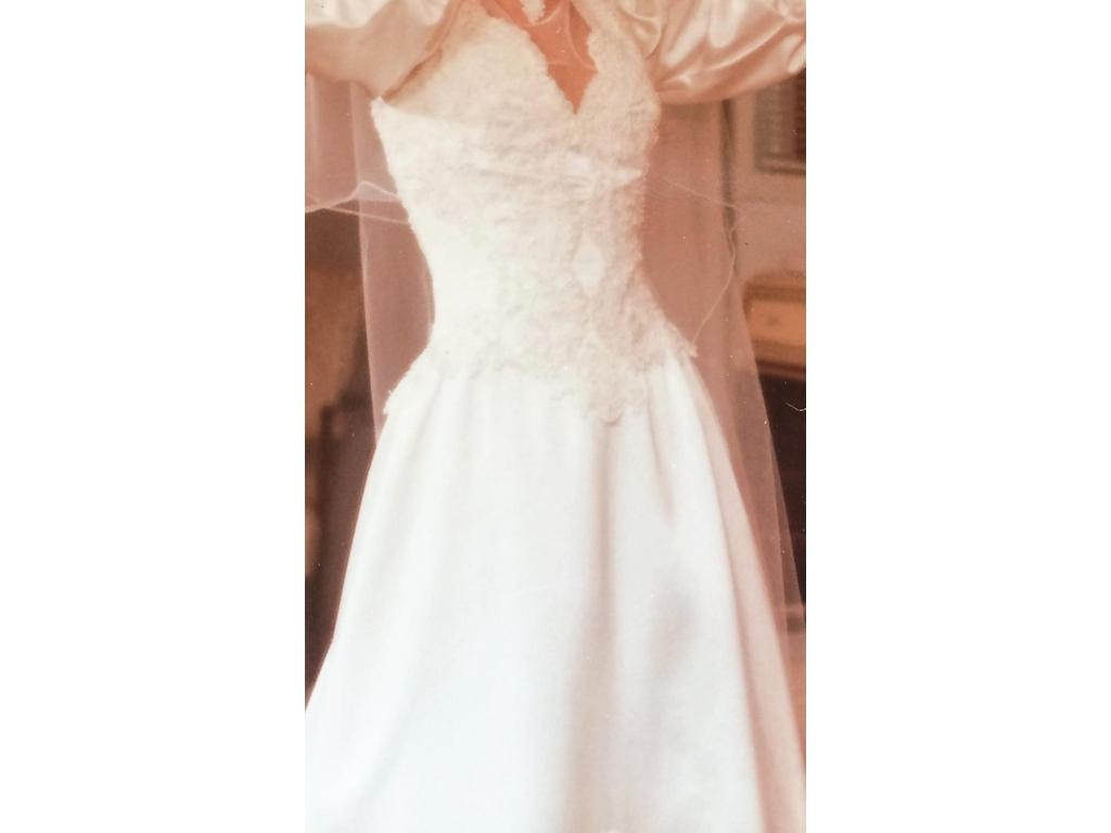 Private label 295 size 4 used wedding dresses for Private label wedding dresses