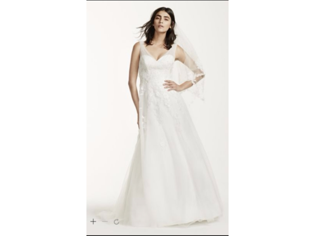 David 39 s bridal tulle wedding dress with floral lace for David s bridal tulle wedding dress