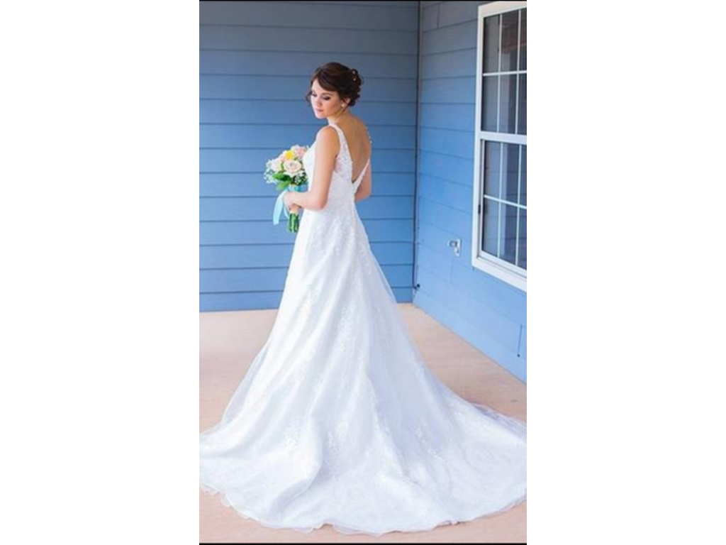 David 39 s bridal tulle wedding dress with floral lace for Size 10 wedding dress