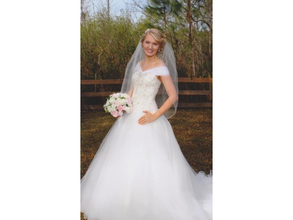 Jacquelin Exclusive VE8184, $324 Size: 6 | Used Wedding Dresses