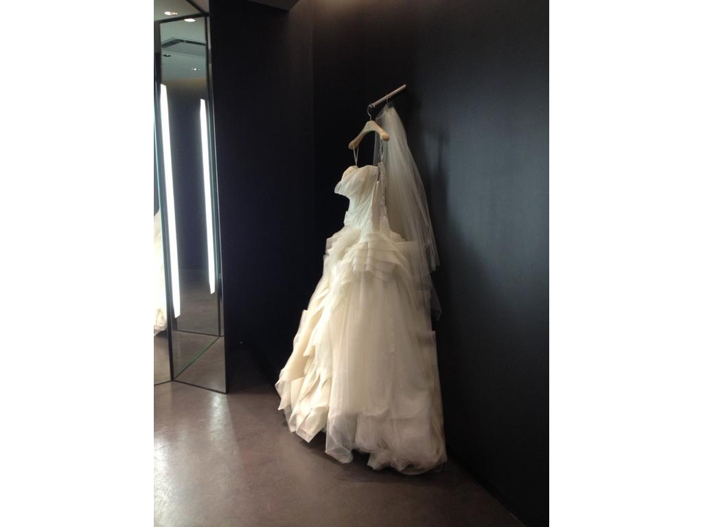 Vera wang diana 3 400 size 4 used wedding dresses for Vera wang diana wedding dress