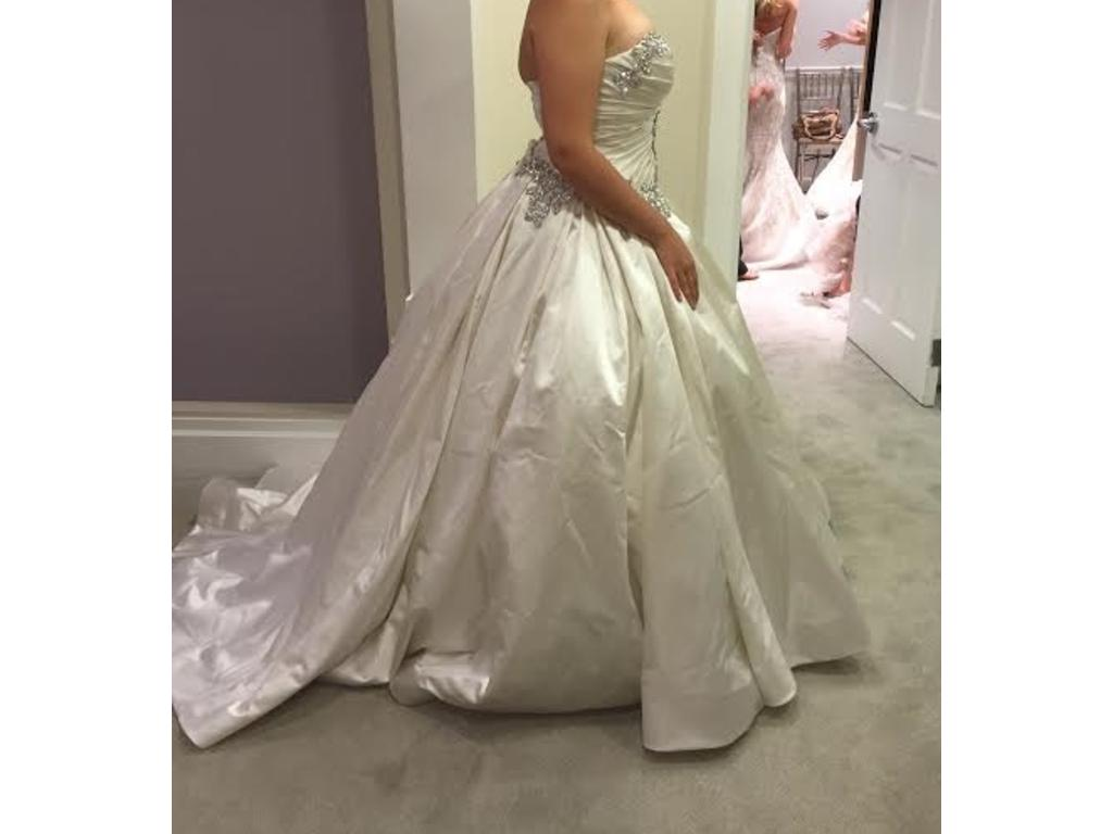 Wedding Dresses USD 7000 : Pnina tornai  size new un altered