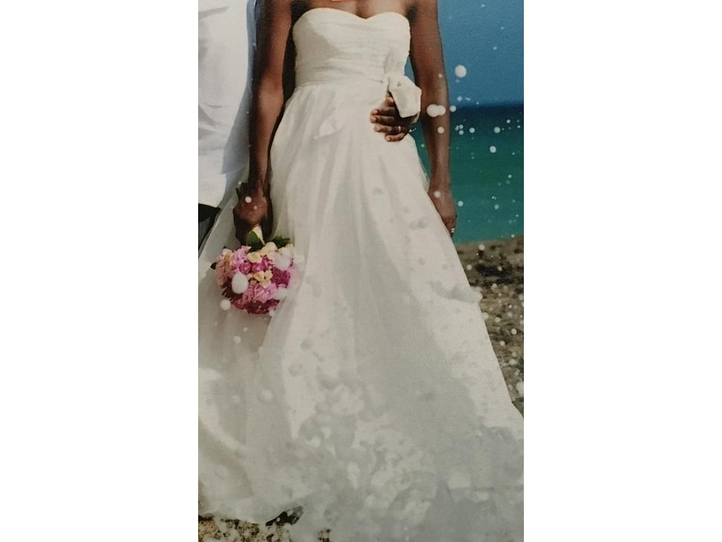 Vera wang white 250 size 4 used wedding dresses for Pre owned wedding dresses