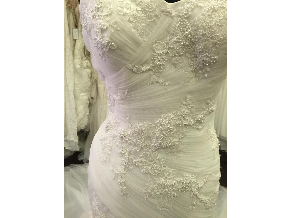 Wedding Dresses For USD 800 : Pronovias plavia wedding dress currently for sale at off retail