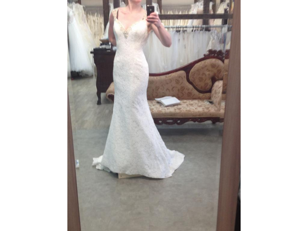 Alfred Angelo 2533, $699 Size: 4