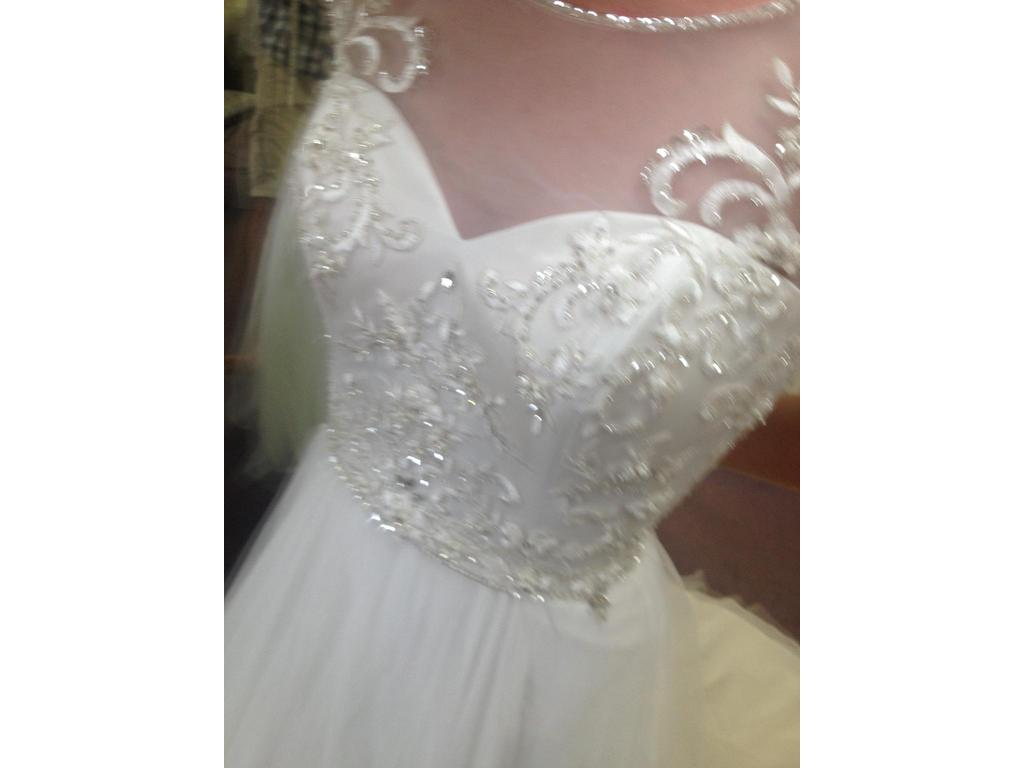 Alfred Angelo 2555, $599 Size: 4
