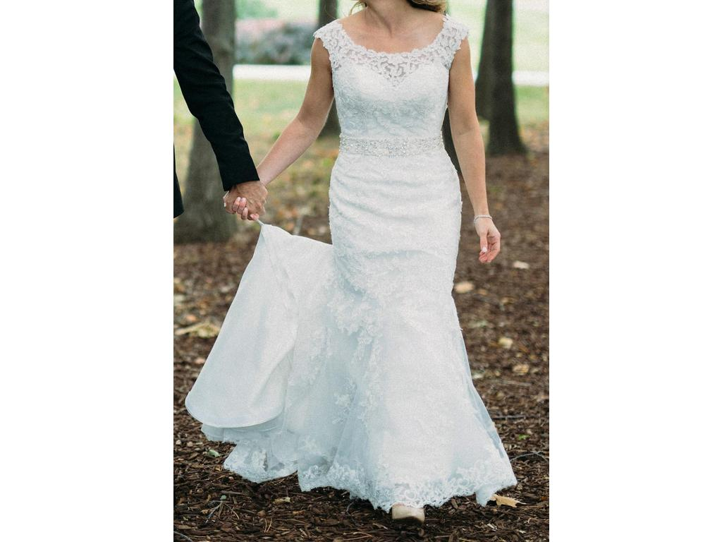 Alfred Sung $750 Size: 8 | Used Wedding Dresses