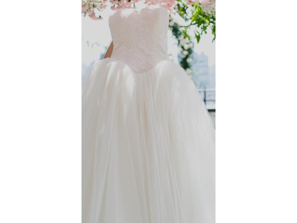 Vera wang 3 500 size 2 used wedding dresses for Used vera wang wedding dresses