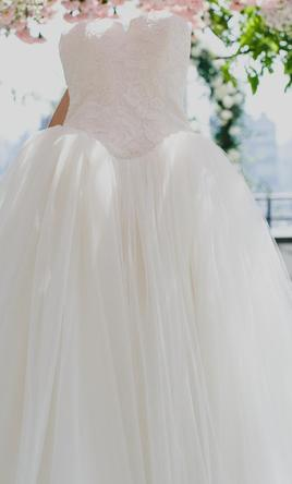 Vera wang 3 000 size 2 used wedding dresses for Used vera wang wedding dress