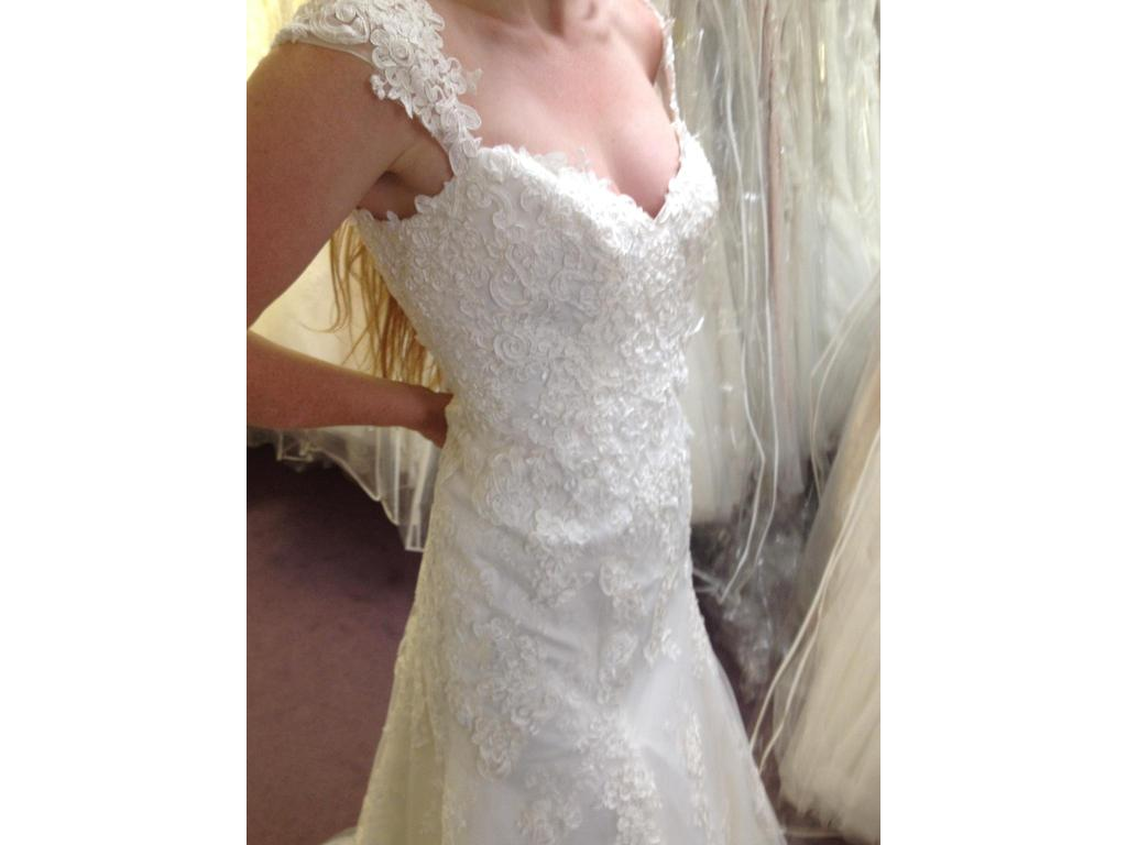 Alfred Angelo 2440, $699 Size: 4