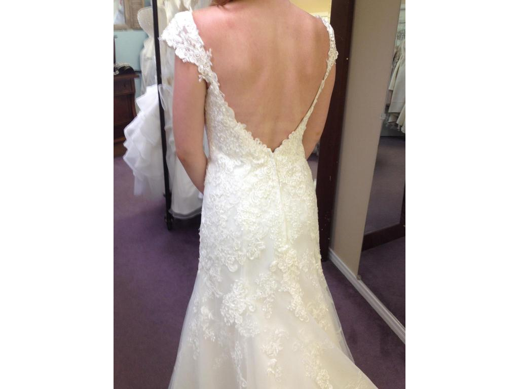 Alfred Angelo 2440, $899 Size: 4 | New (Un-Altered) Wedding Dresses