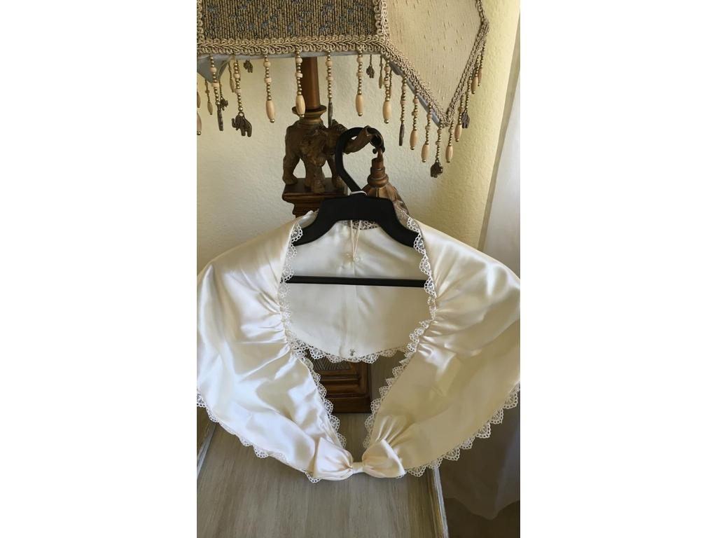 French Lace Wedding Gown: Other California French Lace, $175 Size: 10