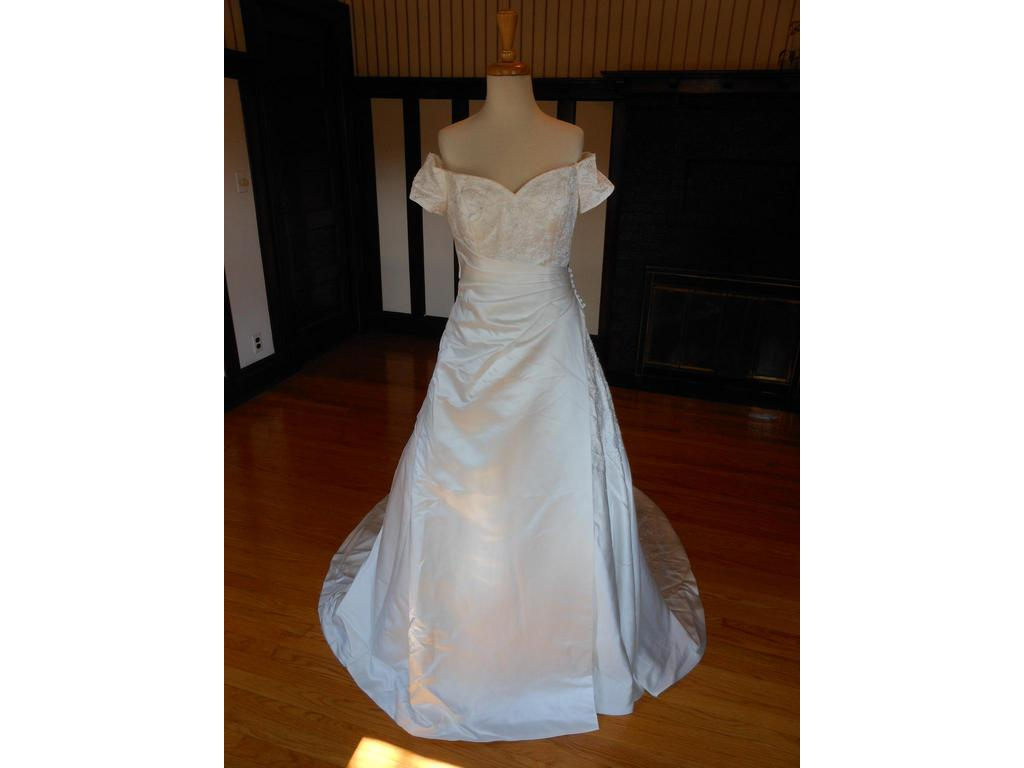 Sincerity 3233 99 size 12 new un altered wedding for 901 salon prices