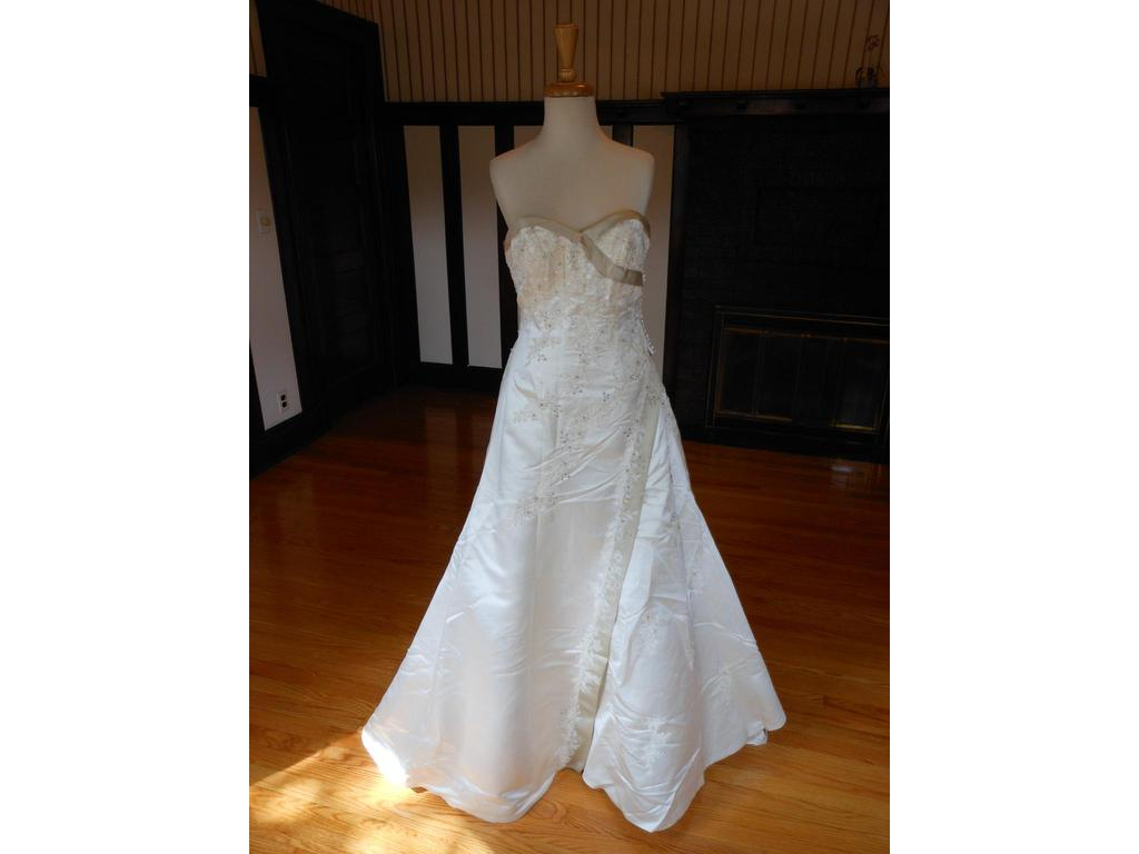 Sincerity 3325 99 size 10 new un altered wedding for 901 salon prices