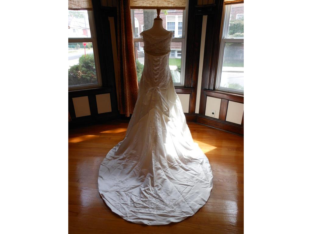 Sincerity 3316 99 size 18 new un altered wedding for 901 salon prices