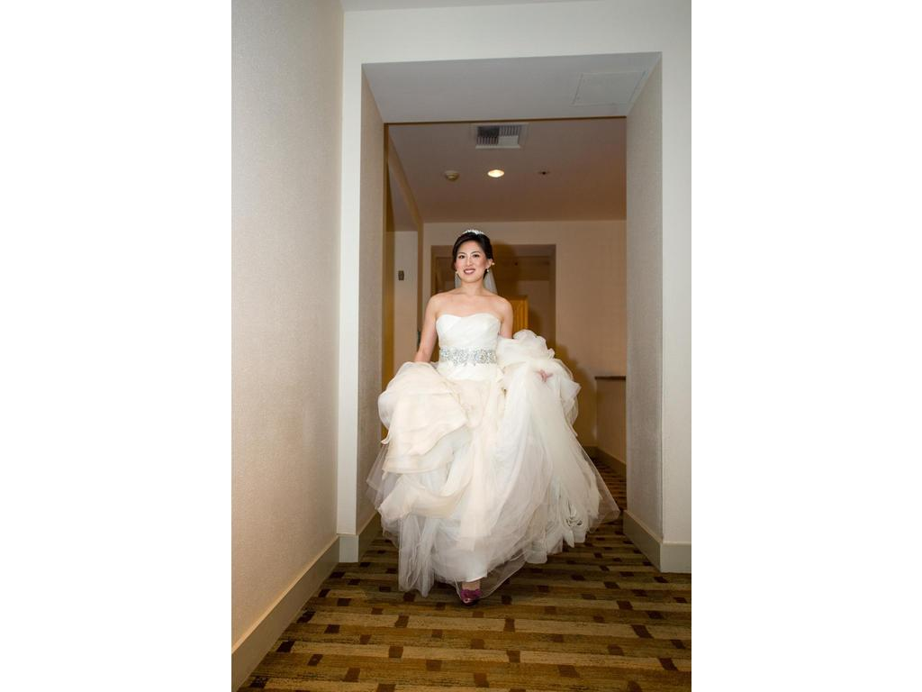 Vera wang diana 1 999 size 8 used wedding dresses for Vera wang wedding dress for sale