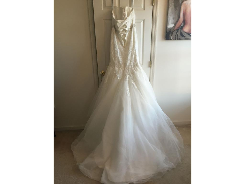 Alfred Angelo 2526, $1,250 Size: 14