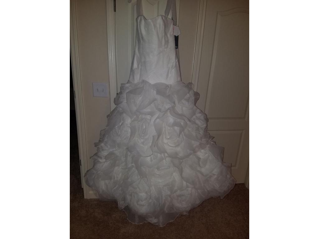 Vera wang white 35100160 700 size 10 new un altered for Vera wang wedding dress for sale