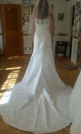 David 39 s bridal gloria vanderbilt altered 5356 245 size for Gloria vanderbilt wedding dress